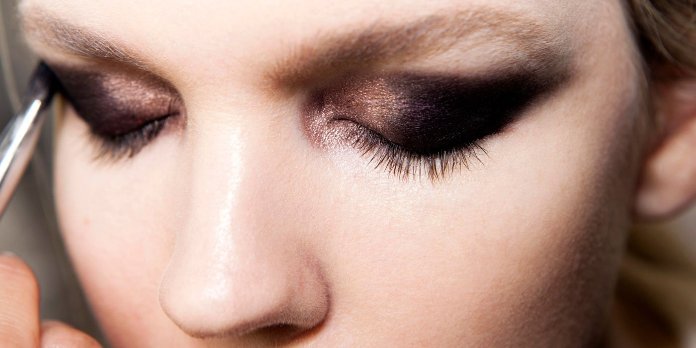 Watch How To Apply Eyeshadow Like A Pro – A Step-By-Step Tutorial video